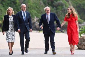 Thủ tướng Anh tặng quà đầy 'ẩn ý' cho Tổng thống Biden
