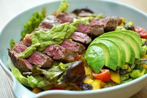 Cách làm salad bơ thịt bò hấp dẫn