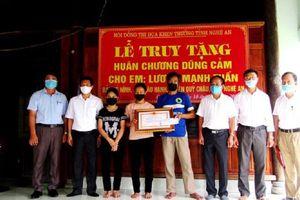 Truy tặng Huân chương Dũng cảm cho học sinh Nghệ An cứu 2 em khỏi đuối nước