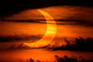 Những vành lửa tuyệt đẹp trong nhật thực hình khuyên