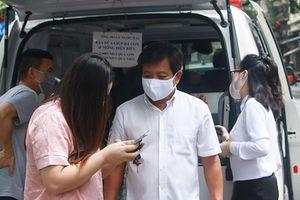 Ông Đoàn Ngọc Hải bán dứa ở Hà Nội giúp dân Điện Biên