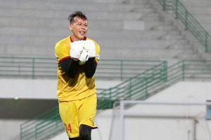 Bị báo chí Malaysia điểm tên, thủ môn Tấn Trường có xóa được 'dớp'?