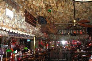 Nhà hàng được trang trí gần... hai triệu đô la tiền mặt