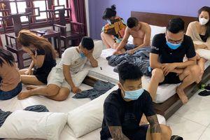 Bắc Ninh: Bắt 11 đối tượng tụ tập, sử dụng ma túy tại Relax Hotel