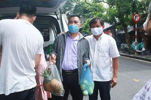 Ông Đoàn Ngọc Hải mua hết số nông sản ủng hộ người dân vì một câu nói