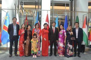 Đại sứ quán Việt Nam tại Thổ Nhĩ Kỳ tham gia triển lãm tranh thêu tại Ankara