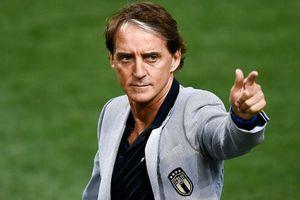 HLV Mancini 'phù phép' Italy từ mớ hỗn độn thành cỗ máy chiến thắng