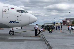 Trở thành 'người đàn ông khỏe nhất nước Nga' khi kéo máy bay Boeing nặng 40 tấn