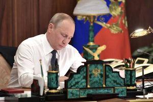 Ông Putin ký luật hợp pháp hóa quyền công dân Nga cho người dân Crimea