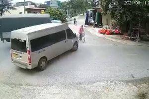 Xe tải húc văng người đàn ông đi xe đạp trong tai nạn liên hoàn