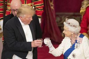 Các thành viên hoàng gia Anh mặc gì khi gặp tổng thống Mỹ?