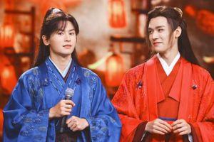 Cung Tuấn nhắc MC nên đọc đầy đủ tên fan couple và không ngại đề cập đến Trương Triết Hạn