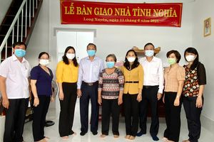 Trao nhà Tình nghĩa cho người hoạt động kháng chiến bị nhiễm chất độc hóa học