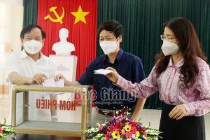 Báo Bắc Giang ủng hộ Quỹ Vắc-xin phòng, chống dịch Covid-19