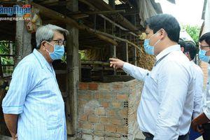 Phó Chủ tịch UBND tỉnh kiểm tra công tác phòng chống dịch và ngập úng tại huyện Bình Sơn