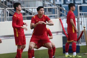 ĐT Việt Nam tập thiền, Văn Hậu vẫn phải băng gối trước trận gặp Malaysia