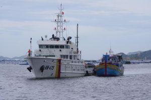 Tàu cá gặp nạn ở Trường Sa được lực lượng Kiểm ngư đưa về bờ an toàn