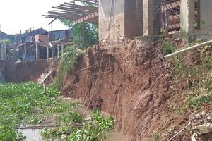 An Giang: Sạt lở, nhiều căn nhà nguy cơ rơi xuống sông