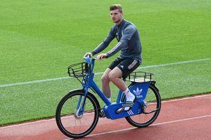 Vì sao tuyển Đức đi xe đạp đến sân tập?