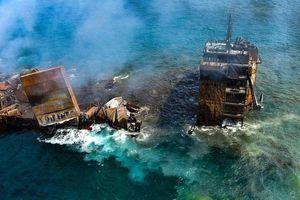 Con tàu cháy khiến Sri Lanka đối mặt thảm họa trong nhiều thập niên