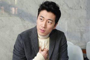 Nam ca sĩ Hàn Quốc kết hôn với bạn gái stylist