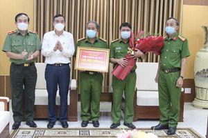 Chủ tịch UBND TP Đà Nẵng khen thưởng Phòng Cảnh sát hình sự Công an TP Đà Nẵng