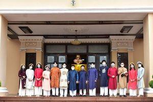 Lần đầu đón học sinh tham quan trụ sở UBND tỉnh Thừa Thiên – Huế