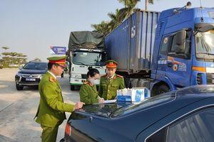 14 xe chở 300 tấn hàng lậu bị bắt ở Hải Dương: Phạt hai chủ hàng 316 triệu đồng