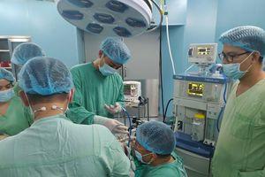 Bệnh viện Trung ương Huế phẫu thuật cứu sống bé trai 2 tuổi bị hóc hạt đậu