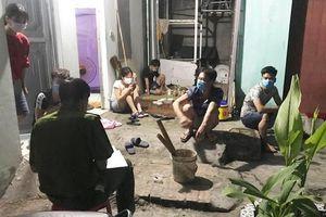 Bắc Giang: Hoàn thiện hồ sơ xử lý 10 trường hợp tụ tập uống bia, xem đá bóng