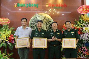 Người đại biểu của quân dân Thủ đô