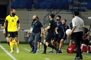HLV Park Hang Seo bị cấm chỉ đạo trận gặp UAE