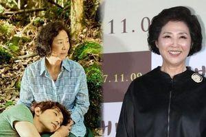 Phim điện ảnh Hàn Quốc gây tranh cãi khi nói về tình yêu bà - cháu