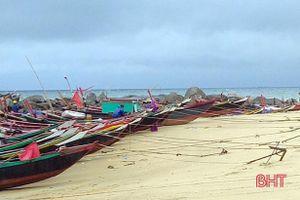 585/585 tàu thuyền của huyện Kỳ Anh về nơi trú ẩn an toàn để tránh bão số 2