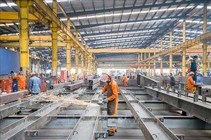 Cần đặc biệt quan tâm đến sự phát triển của sản xuất công nghiệp và bán lẻ