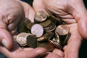 Người đàn ông đổ 80.000 đồng xu vào nhà vợ cũ