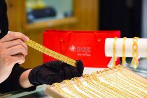 Giá vàng trong nước giảm sâu, người mua lỗ gần nửa triệu đồng sau 1 đêm