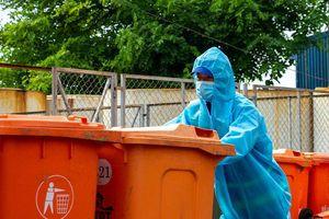 Công nhân vệ sinh - Những chiến sĩ thầm lặng giữa tâm dịch COVID-19