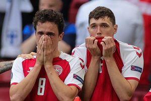 Cầu thủ Đan Mạch khóc vì lo lắng cho Eriksen