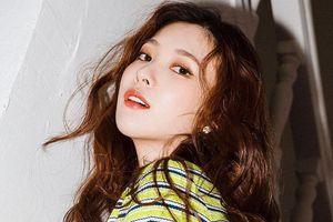 Sự nghiệp bị hủy hoại, phải làm phục vụ quán cà phê của nữ ca sĩ Hàn
