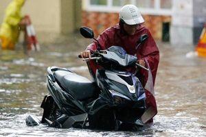 Hà Nội mưa lớn sau bão số 2, nguy cơ ngập nhiều nơi