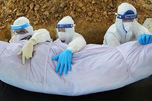 Tình nguyện viên Malaysia 'kiệt quệ' vì chôn cất bệnh nhân Covid-19