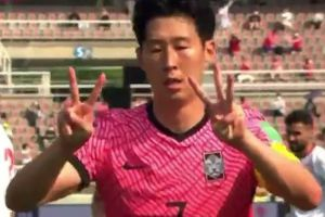 Son Heung-min động viên Eriksen sau bàn thắng vào lưới Lebanon