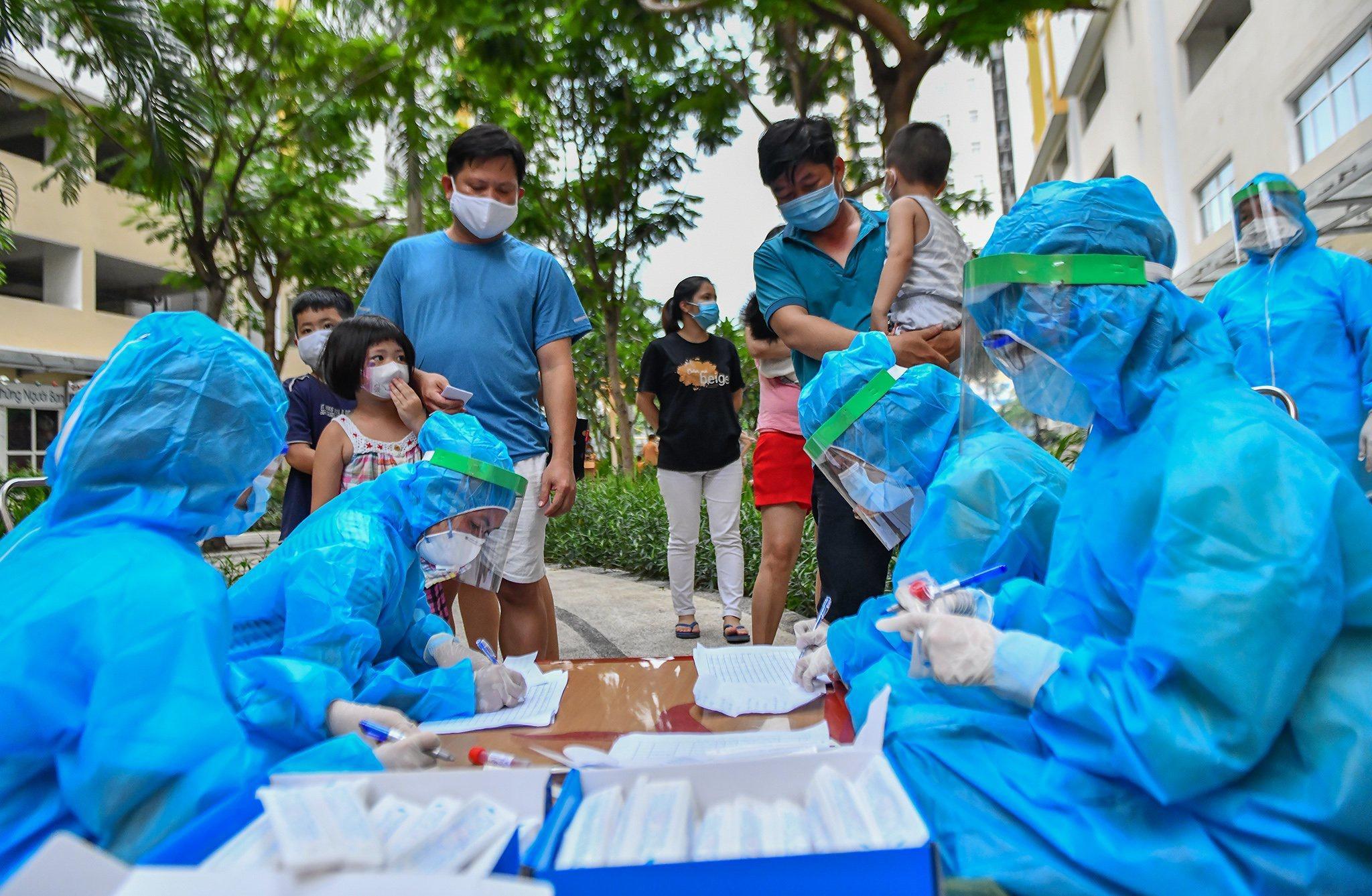 Xét nghiệm khẩn cấp cho 7.600 cư dân Ehome 3