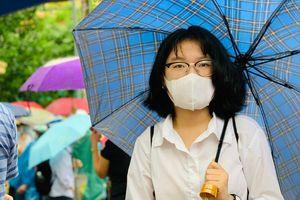 Thí sinh thi vào lớp 10 tại Hà Nội dễ dàng vượt qua môn Toán và Lịch sử