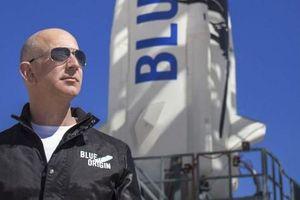'Người giấu mặt' chi khủng cùng tỉ phú Jeff Bezos du hành không gian