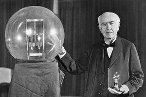 Sự thật về phát minh bóng đèn dây tóc nổi tiếng của Thomas Edison