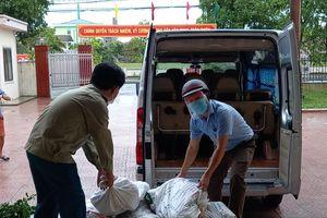 Hơn 6 tấn rau củ và nhiều nhu yếu phẩm đến với người dân vùng phong tỏa