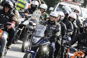 Tổng thống Brazil bị phạt vì diễu hành mà không đeo khẩu trang