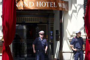 Nối lại đàm phán hạt nhân Iran: Mỹ - Iran ngồi ở hai khách sạn đối diện nhau